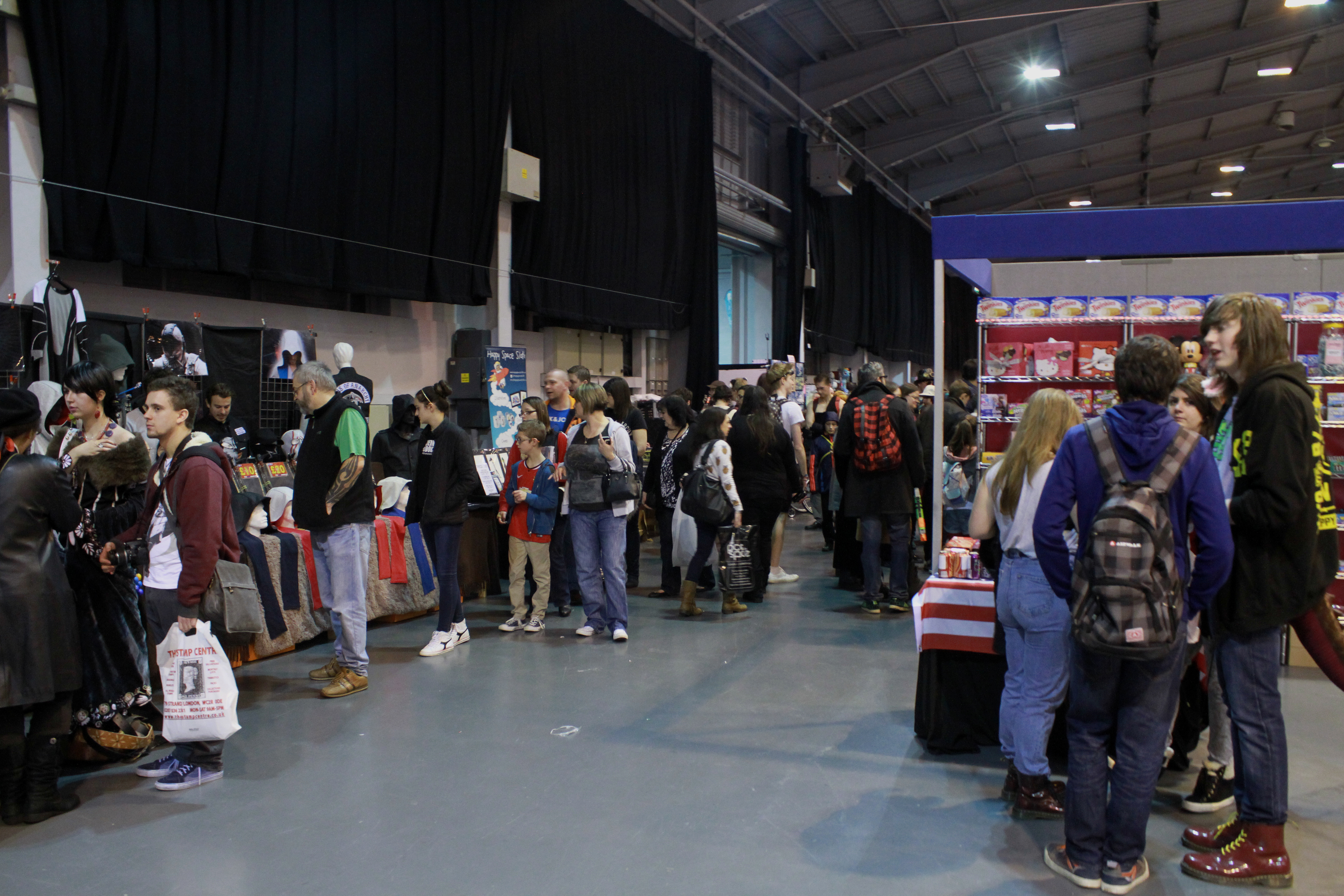 The crowd sticks to the stalls. MCM Midlands, Feb 2015